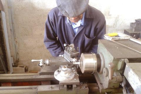 Fabricación de piezas en tornos de precisión